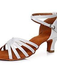Недорогие -Жен. Танцевальная обувь Сатин Обувь для латины Пряжки Сандалии / На каблуках Кубинский каблук Персонализируемая Белый / Выступление