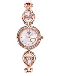 Недорогие -Жен. Часы-браслет Наручные часы Кварцевый Золотистый Повседневные часы Аналоговый Дамы Heart Shape Мода - Золотистый