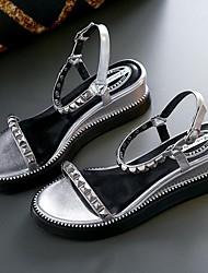 Недорогие -Жен. Комфортная обувь Наппа Leather Лето Сандалии На плоской подошве Золотой / Серебряный