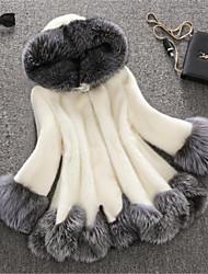 Недорогие -Жен. Зима Большие размеры Длинная Искусственное меховое пальто, Контрастных цветов Белый Капюшон Длинный рукав Искусственный мех Белый / Черный