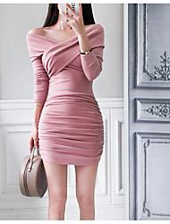 Недорогие -женщины выходят из тонкого платья bodycon mini с плеч
