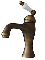 Недорогие -Ванная раковина кран - Вращающийся Старая латунь По центру Одно отверстие / Одной ручкой одно отверстиеBath Taps