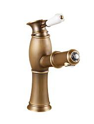 billiga -Traditionell Centerset Utdragbar dusch Keramisk Ventil Ett hål Singel Handtag Ett hål Antik mässing, Badrum Tvättställ Kran