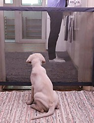 Недорогие -110 * 72 см Волшебная собака автомобильные ворота любимая кошка ворота для собак безопасный охранник ограждение собаки заборы марли изолированные сети