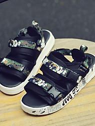 Недорогие -Муж. Комфортная обувь ПВХ Лето Сандалии Цвет радуги / Черный и золотой / Черно-белый
