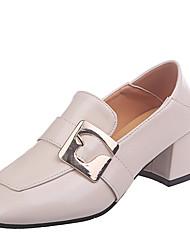 abordables -Mujer PU Primavera Casual Zapatos de taco bajo y Slip-On Tacón Cuadrado Negro / Beige