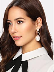 tanie -Damskie Geometryczny Kolczyki drop Kolczyki zwisają Sztuczna perła Kolczyki Prosty Klasyczny Vintage Europejskie Elegancja Biżuteria Biały Na Impreza Codzienny Ulica Święto Praca 1 para