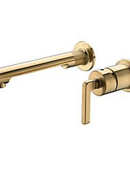 Недорогие -скрытый полированный золотой кран для раковины традиционный стиль настенный одной ручкой два монтажных отверстия соединенный дизайн раковина для ванной комнаты смеситель для горячей и холодной воды