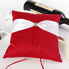 almofada de anel de casamento vermelho e negrito com cerimônia de casamento de marfim
