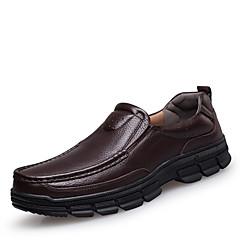 Homens Sapatos de couro Couro Primavera / Outono Conforto Mocassins e Slip-Ons Preto / Marron / Vestido Loafers