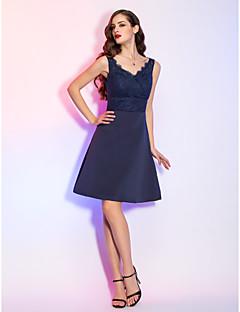 billige Kjoler i plusstørrelse-A-linje V-hals Kort / mini Blonder / Sateng Cocktailfest / Ferie Kjole med Sidedrapering av TS Couture®