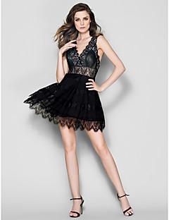 billiga Balklänningar-A-linje / Figursydd V-hals Kort / mini Chiffong / Spets Bal Klänning med Plisserat / Spetsinlägg av TS Couture®