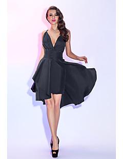 billiga Cocktailklänningar-A-linje Dunkel halsringning Asymmetrisk Taft Den lilla svarta / Tvådelad Cocktailfest / Bal Klänning med Veckad / Plisserat av TS Couture®