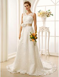 billiga Brudklänningar-A-linje V-hals Hovsläp Spets / Satäng Anpassade Bröllopsklänningar med Skärp / Band / Blomma av LAN TING BRIDE®