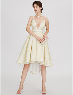 billiga Cocktailklänningar-A-linje Dunkel halsringning Asymmetrisk Satäng Bal / Formell kväll Klänning med Bälte / band Plisserat av TS Couture®