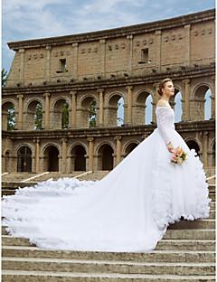 billiga Brudklänningar-Balklänning Off shoulder Katedralsläp Spets Bröllopsklänningar tillverkade med Spets / Bälte / band / Blomma av LAN TING BRIDE®