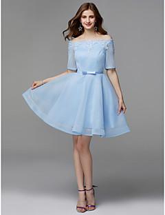 billiga Balklänningar-A-linje Off shoulder Kort / mini Spets / Satäng Snörning Bal Klänning med Rosett(er) av TS Couture®