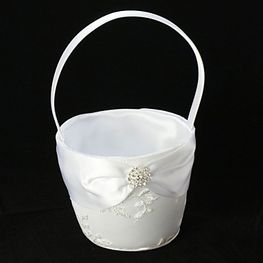 čistě bílá květina dívka koš na bílé krajky s jemnou výšivkou