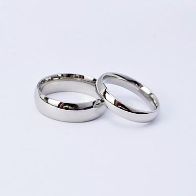 abordables Bague-Couple Couple d'alliance Argent Acier au titane Rond dames / simple / Tous les jours Mariage / Quotidien / Décontracté Bijoux de fantaisie