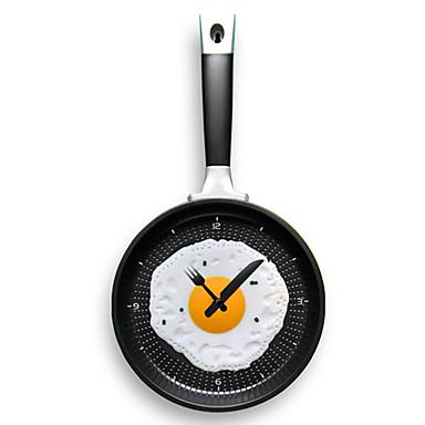 오믈렛 (임의의 색) 벽에 매달려 튀김 냄비 모양의 시계