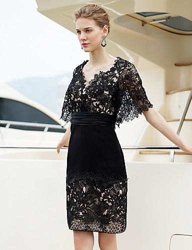 Vestido negro corto escote v