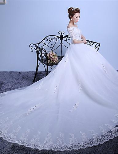 נשף סירה מתחת לכתפיים שובל קתדרלה טול תחרה מעל סאטן שמלת חתונה עם אפליקציות פרטים מקריסטל על ידי QQC Bridal