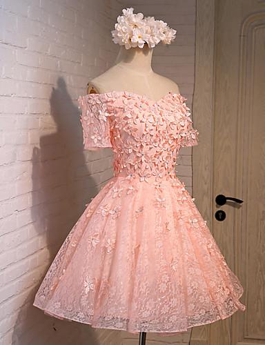 2017 cocktail party kjole a-linje off-the-skulder kne-lengde lacesatintulle withappliquesbeading blomst (er) laceruffles sash