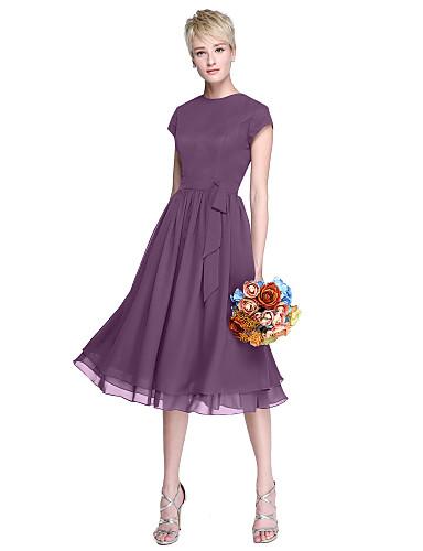 billige Korte brudepikekjoler-A-linje Besmykket Knelang Chiffon Brudepikekjole med Sløyfe(r) / Knapper av LAN TING BRIDE®