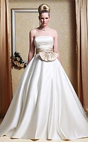 Trapèze Princesse Sans Bretelles Traîne Chapelle Satin Robes de mariée personnalisées avec Noeud Ceinture / Ruban Drapée sur le côté par
