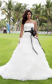 Robe de Soirée Sans Bretelles Traîne Chapelle Satin Tulle Robes de mariée personnalisées avec Noeud Ceinture / Ruban Volants en cascade