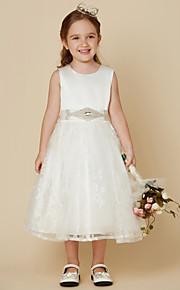 Hercegnő Térdig érő Virágoslány ruha - Csipke Szatén Ujjatlan Scoop nyak val vel Csokor Pántlika / szalag által LAN TING BRIDE®