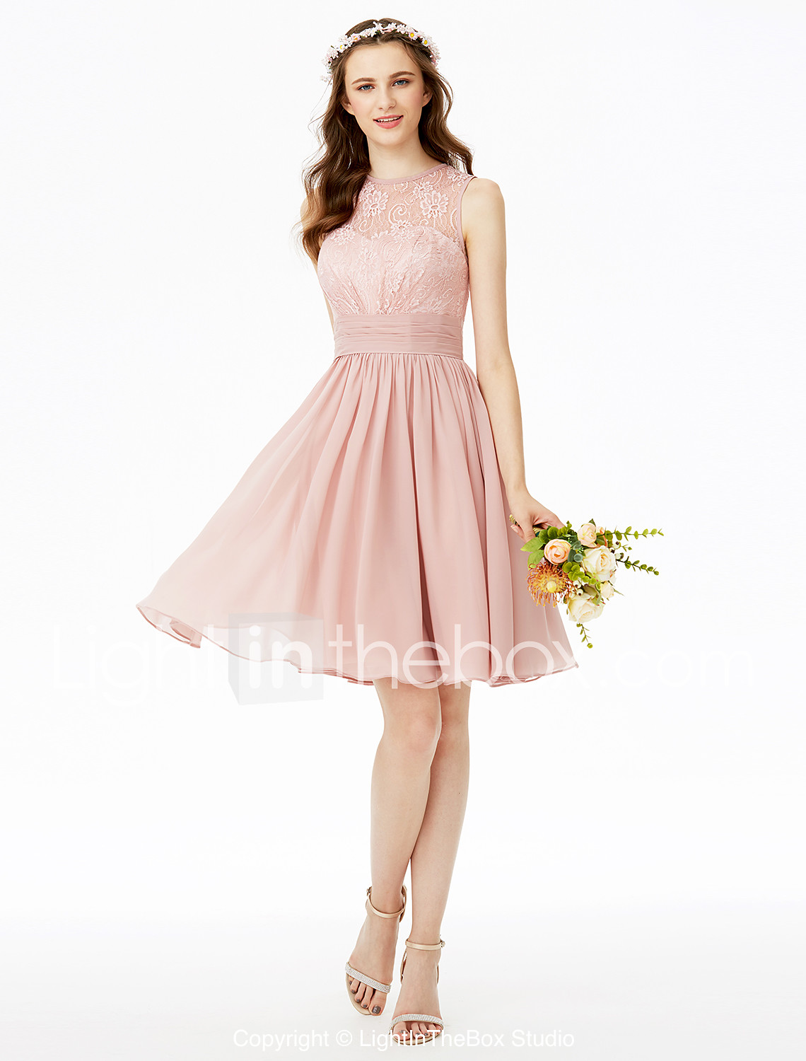 Chiffon dresses are a bright outfit that does not require jewelry